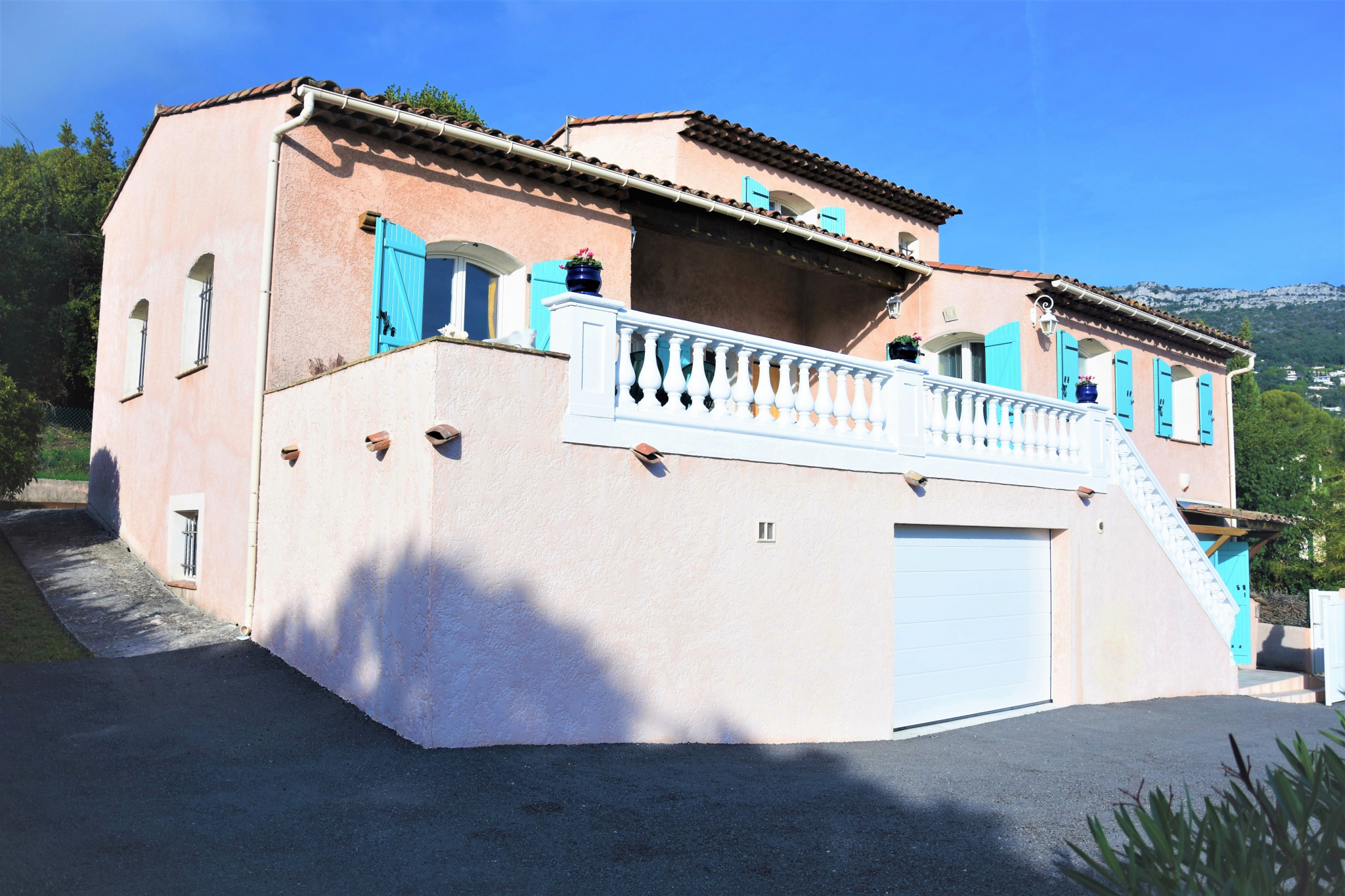 SOUTH VENCE - VILLA 5 ROOMS IN PERFECT CONDITION