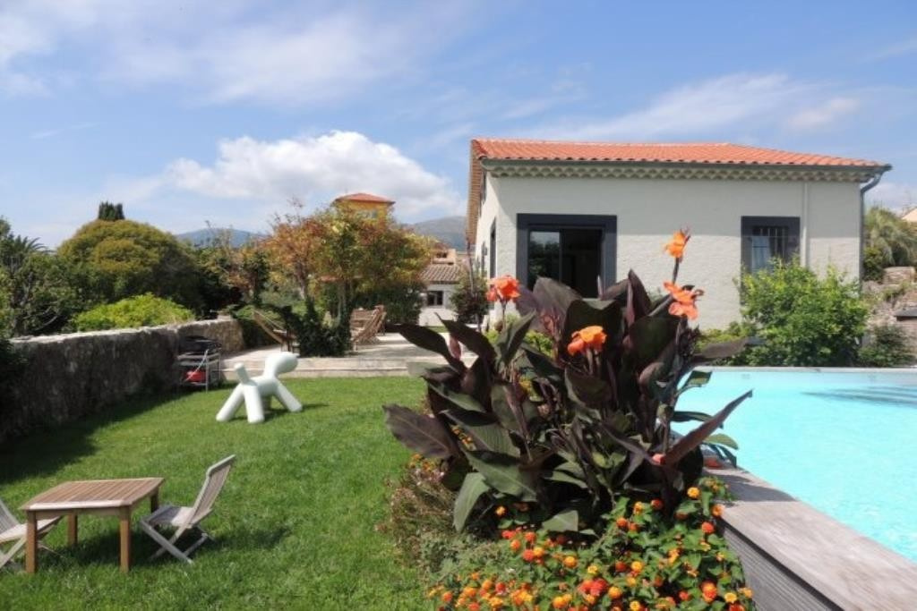 EXCEPTIONAL!!!! This property is located in the heart of the village with a quiet and countrylike at