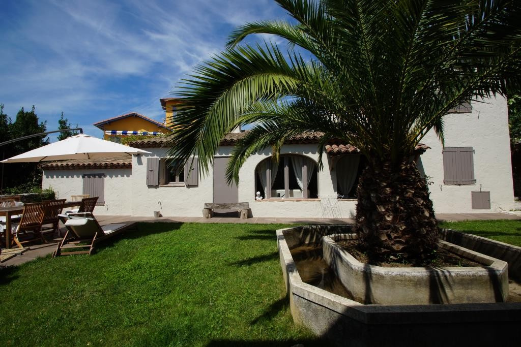 Nice villa with its Mazet in the heart of the village