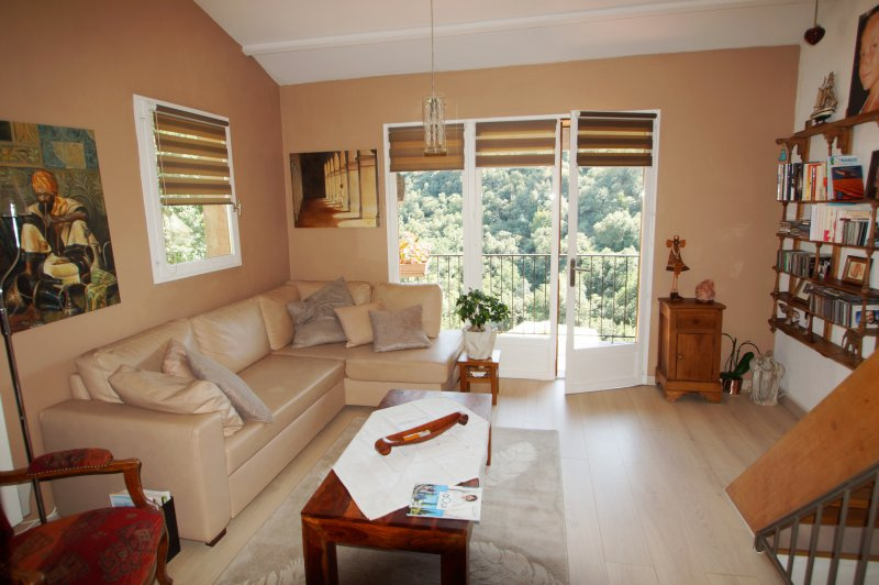 Close to the city center of vence, charming semi-detached corner villa with garden