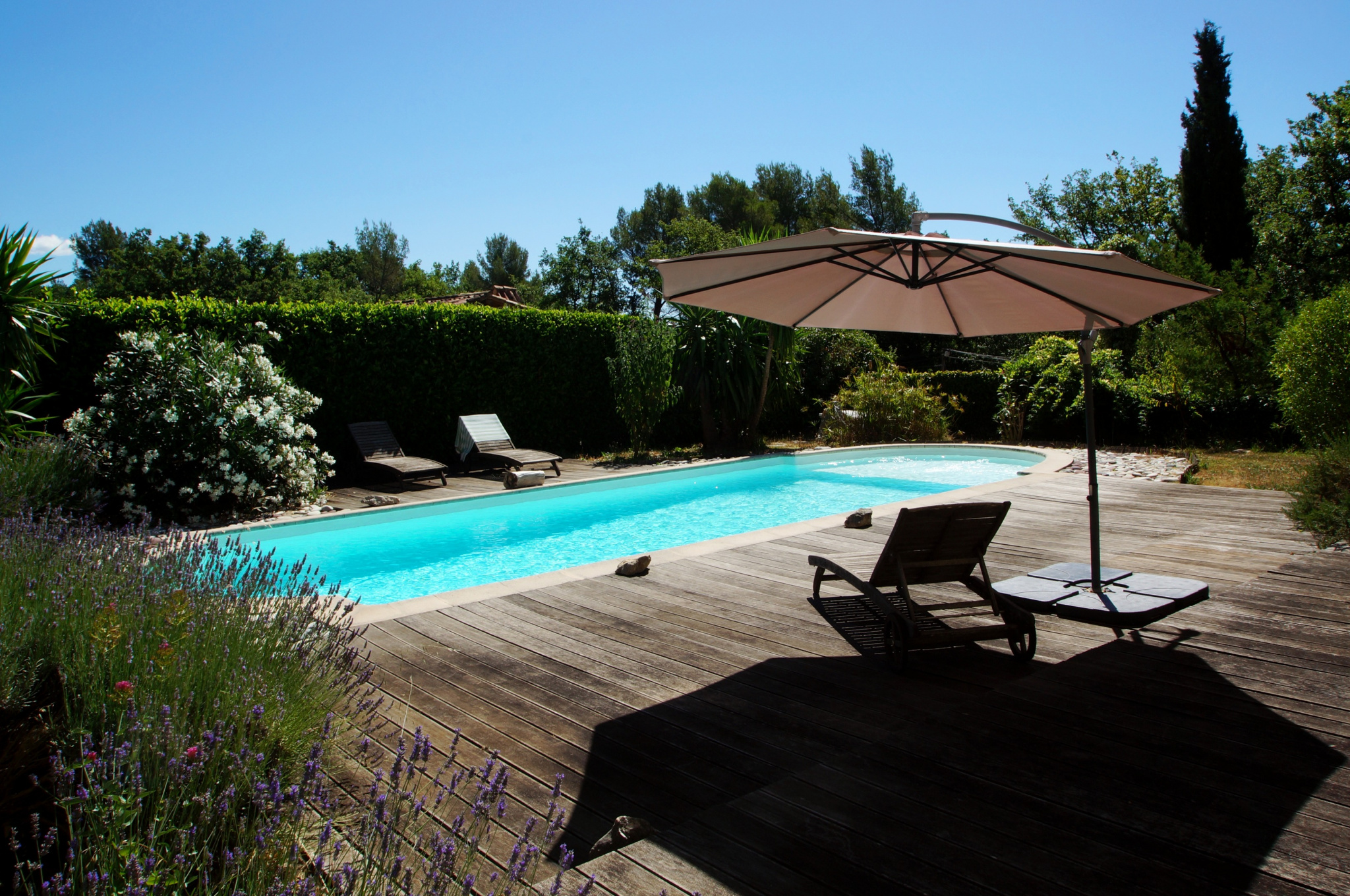 Beautiful villa of 280 m2, 7 rooms with swimming pool and flat land