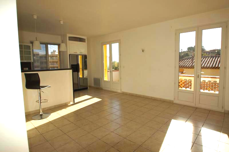 In a sought-after area in the city center, pleasant 4-room apartment, very sunny