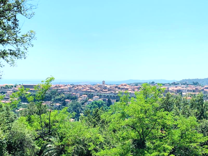 VENCE - Property of 168m2 facing a magnificent view of the ramparts and the sea