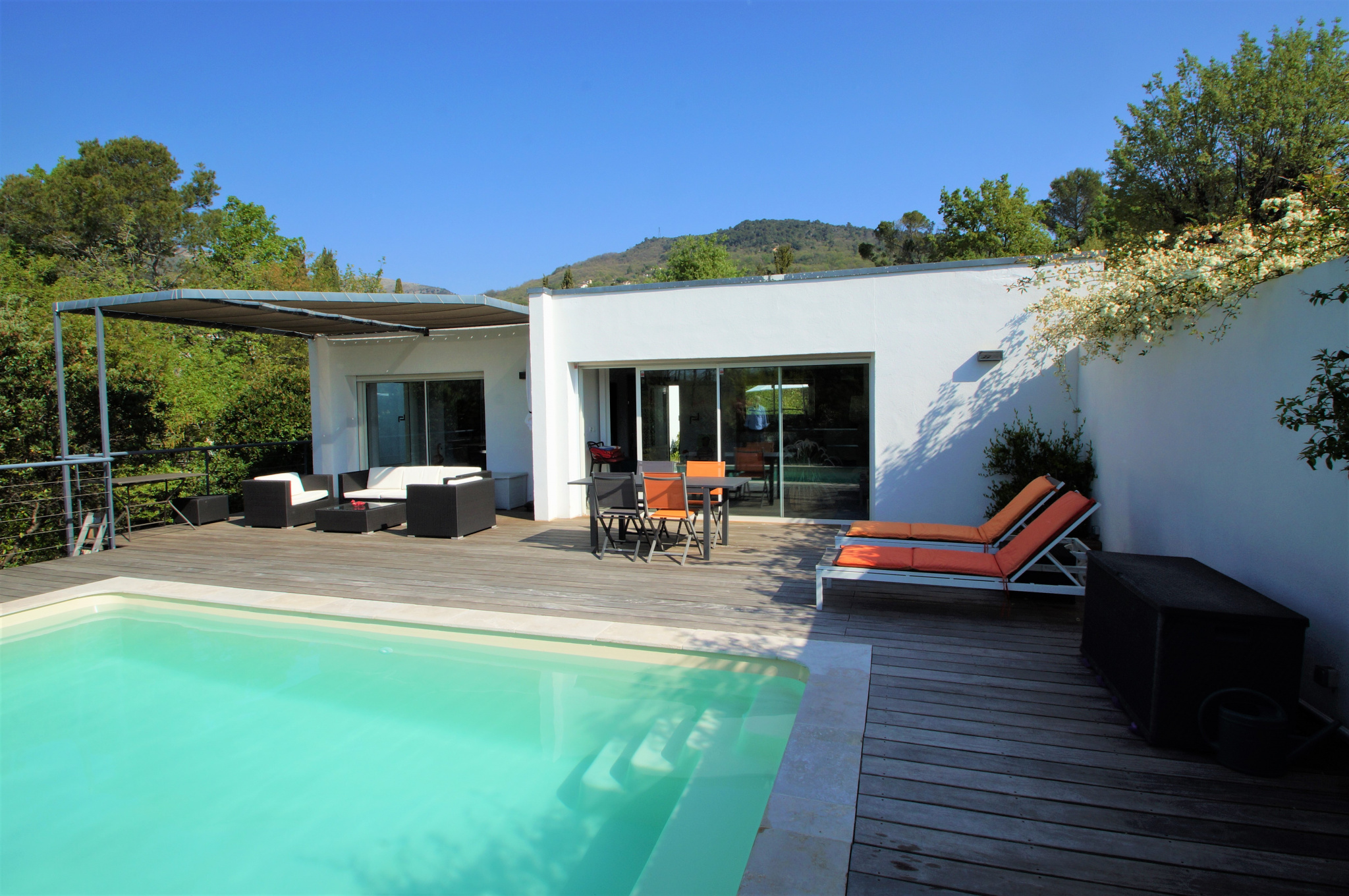 VENCE, Magnificent Californian, near center, Swimming pool. In absolute calm