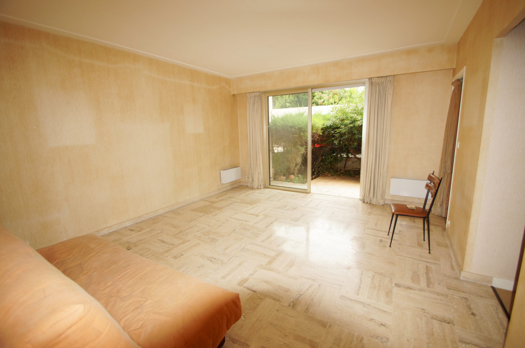 Residential area, near center, Spacious for this STUDIO / 2P