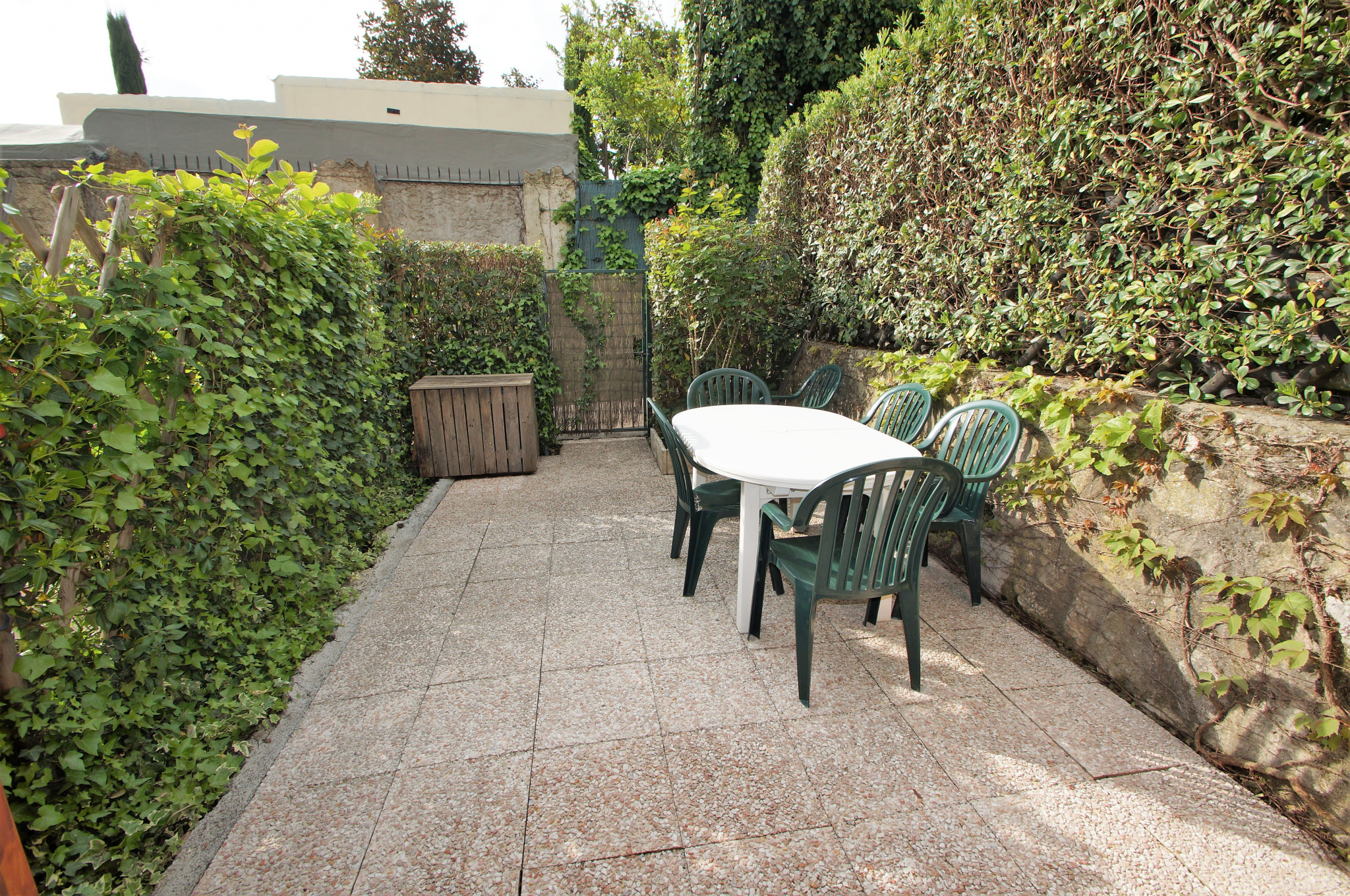 VENCE - Pleasant 1 bedroom duplex house with terrace. Car park. Swimming pool.