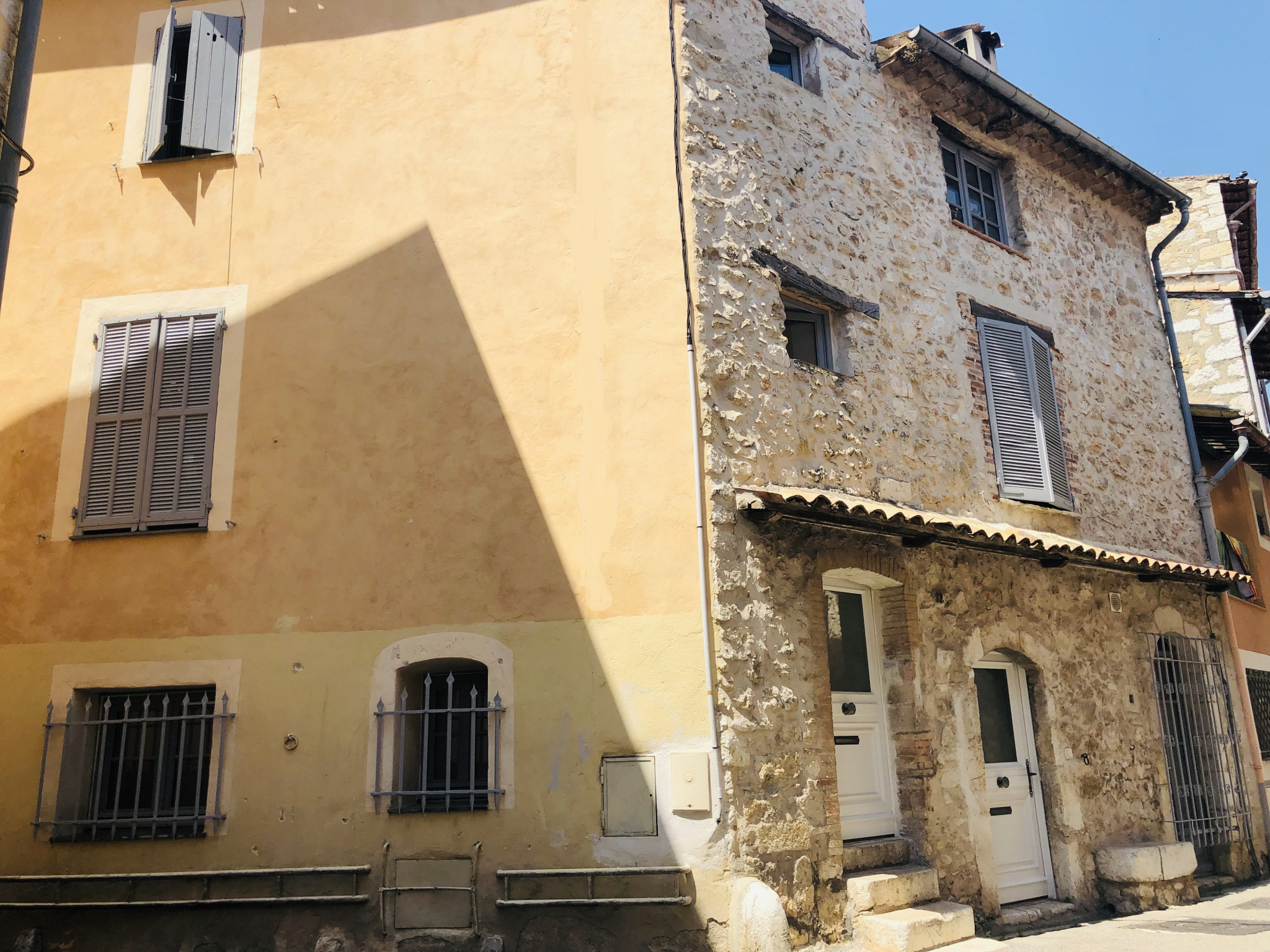 In the heart of VENCE, Beautiful village house with independent apartment of 2P