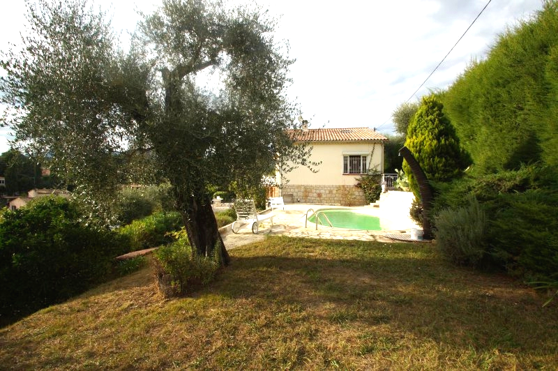 South of Vence, 5-room villa with pool and beautiful grounds