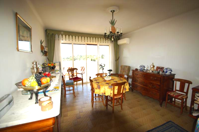 Sought after area of Vence, 3 rooms on the last floor, view unobstructed