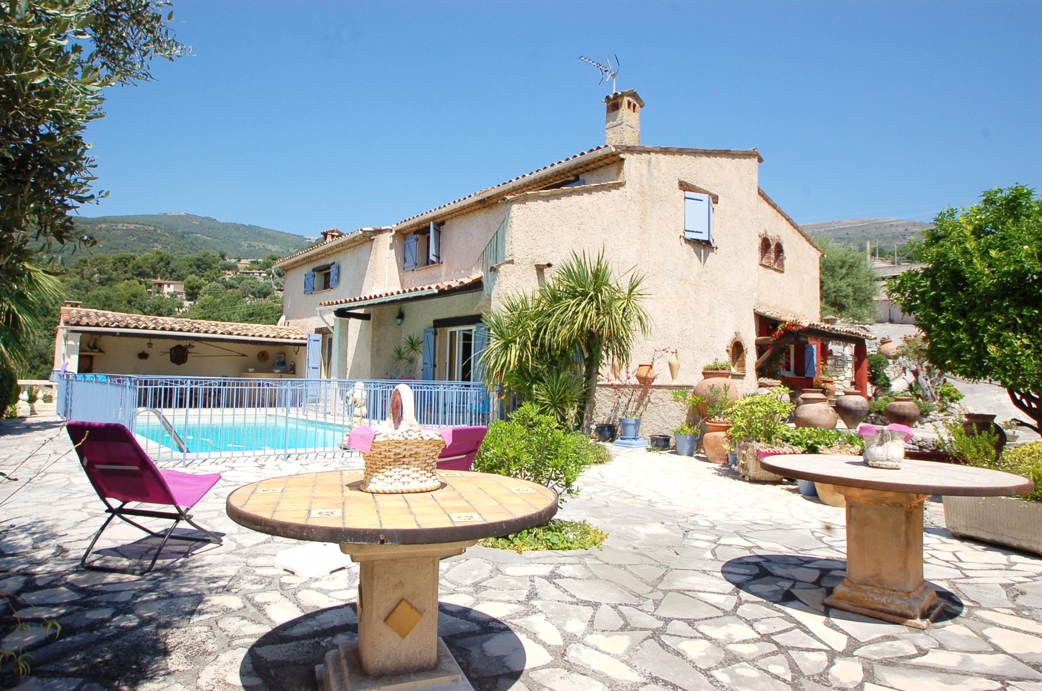 Provencal villa near the village