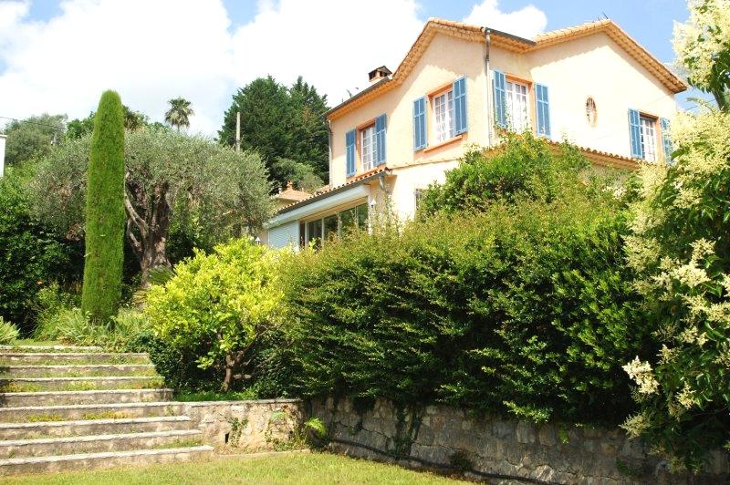 A few steps from the center, beautiful villa Haussmanian 5P