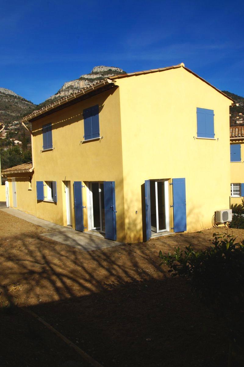 Housing estate of 4 new villas, close to amenities